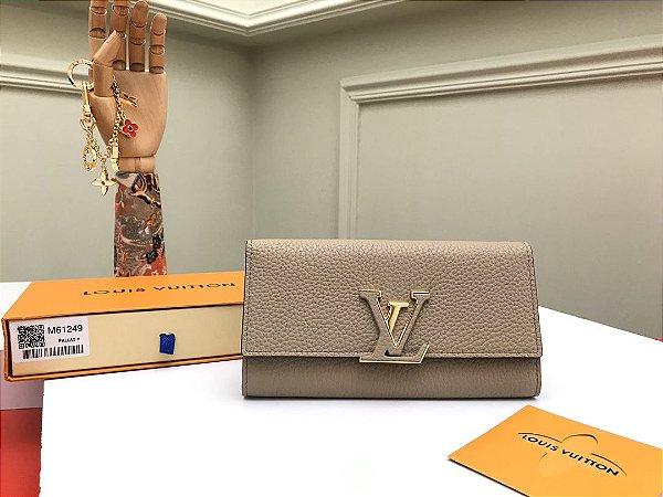 "Carteira Louis Vuitton Capucines ""Beige"""