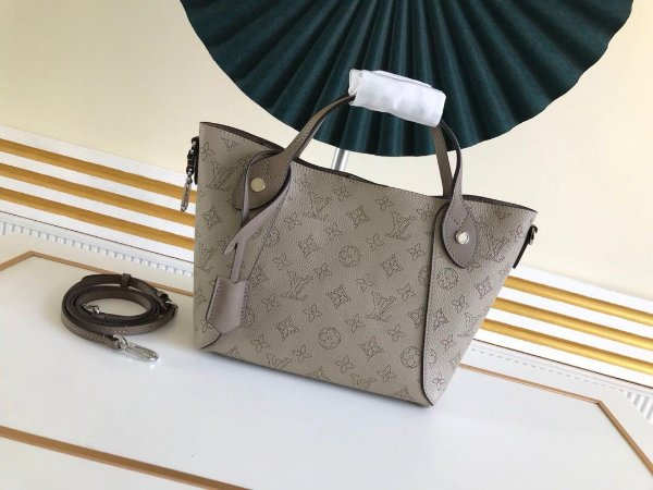 "Bolsa Louis Vuitton Hina ""Beige"""