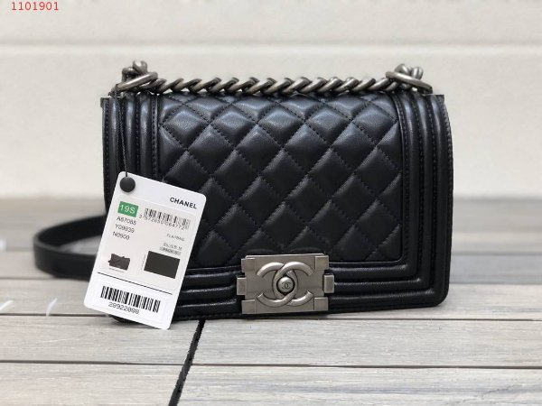 "Bolsa Chanel Boy Couro Lambskin ""Black&Silver"""