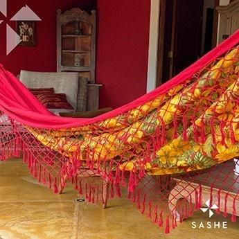 Rede de descanso Vermelha em chita floral