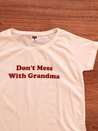 "CAMISETA ""DON'T MESS WITH GRANDMA"""