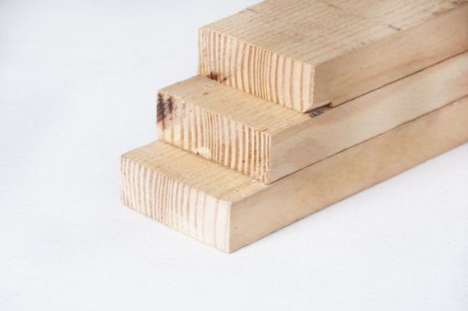 Pinus 10cm x 4cm x 3,00m (bruta/seca) – peça