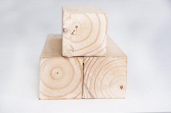 Pinus 7,5cm x 7,5cm x 3,00m (bruta/seca) – peça