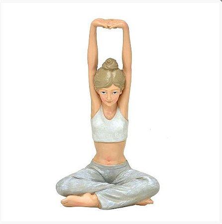 Escultura Mulher Yoga Decorativa Em Resina 22,5cm