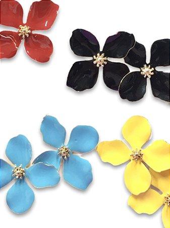 Flor quatro pétalas miolo metal