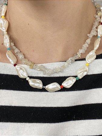 Colar madre-pérola com cristais color
