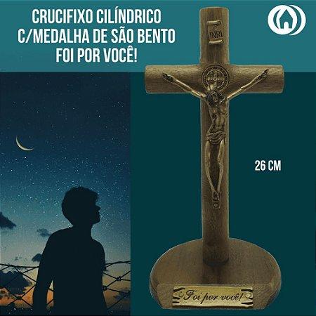 CRUCIFIXO MAD CILINDRICA MESA 26CM C/SAO BENTO OV