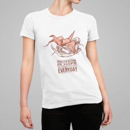 Camiseta Feminina - Never Stop Believing in Hope