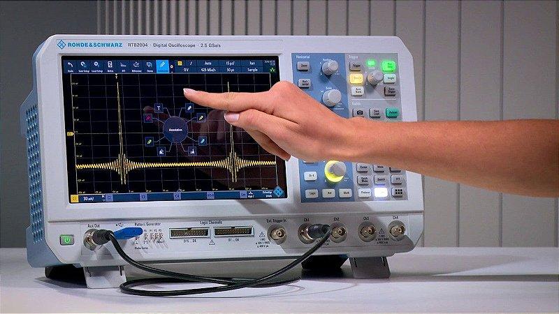 Rohde & Schwarz RTB2004 + RTB-241 – Osciloscópio 100MHz, 4 Canais, Tela de 10,1″ touchscreen, Resolução de 10bits, Amostragem de 2,5 GS/s