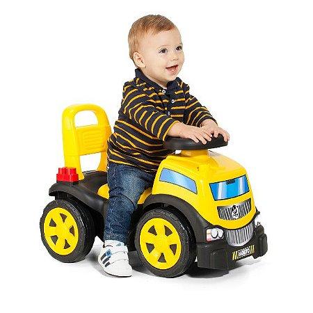 Totoka Truck in Rider On Menino - Cardoso Toys