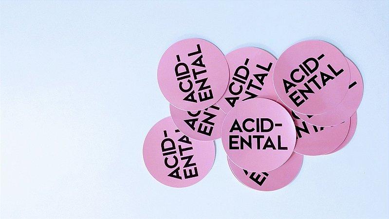 "Acidental ""Logotipo"" Adesivo"