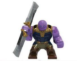 Thanos com a sua espada em blocos de Montar