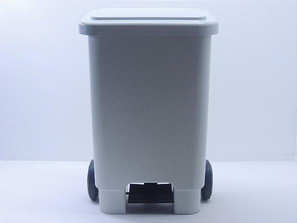 Lixeira retangular com pedal e rodas 100 litros - Branca. [Polipropileno]