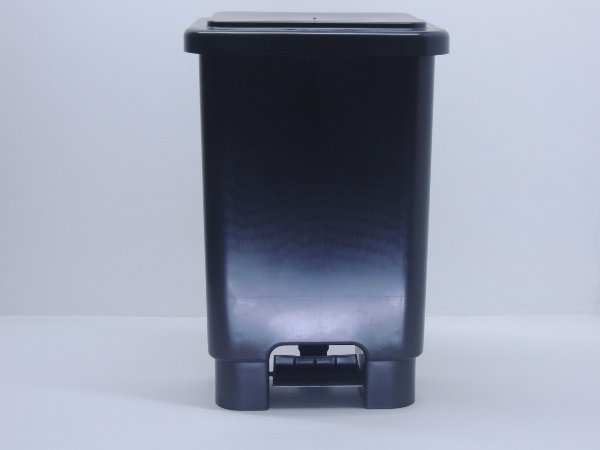 Lixeira retangular com pedal 100 Litros - Preto. [Polipropileno]