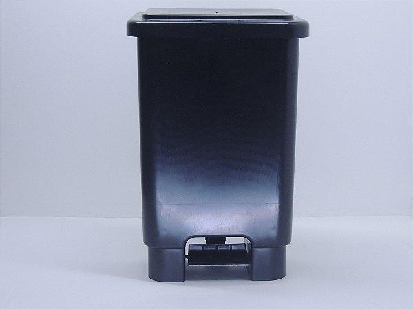 Lixeira retangular com pedal 25 Litros - Preta. [Polipropileno]