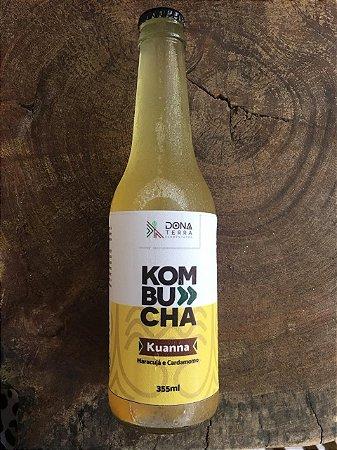 Kombucha – sabor Maracujá, Cúrcuma e Cardamomo – 275ml é uma bebida probiótica de origem milenar a base de chás e fermentada naturalmente. É refrescante, levemente gaseificada e de baixa caloria.