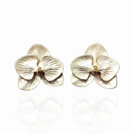 Brinco Dourado Esmaltado Orquídea Branca