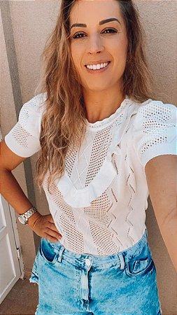 T-shirt tricot  manga curta furadinha com babados em v