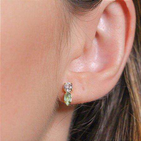 Brinco palito de zircônias cristais e verde leitoso banhado a ouro
