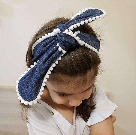 Faixa de Cabelo Infantil Jeans Escuro com Pompom Branco - Mamaeqfez