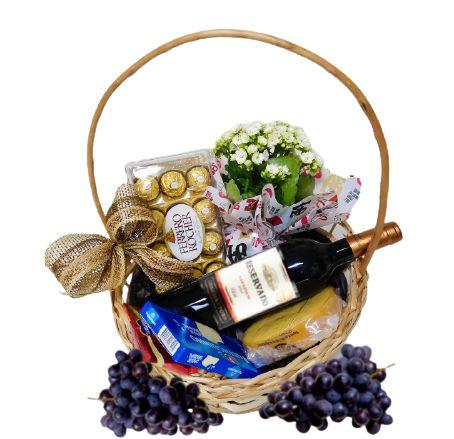 Cesta Especial com Queijo, Vinho, Chocolate, Fruta e Kalanchoe