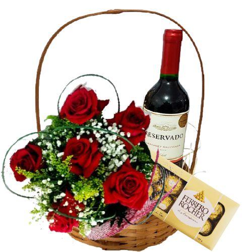 Cesta de Rosas com Vinho e Ferrero Rocher
