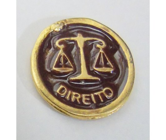 MEDALHA DIREITO MARROM