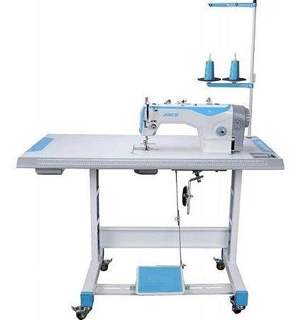 Máquina de Costura industrial Jack F4 desmontada.
