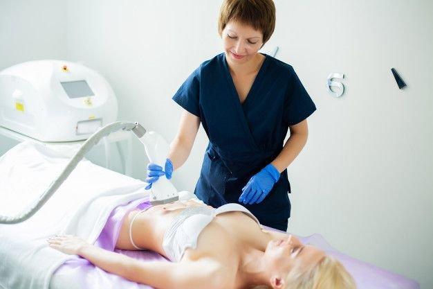 Radiofrequência / Criofrequência / Lipo Sem Corte VIP WAY + Procedimentos Complementares realizada por Fisioterapeuta. Combo com 3 visitas!