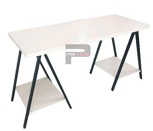 Mesa com pés de metal