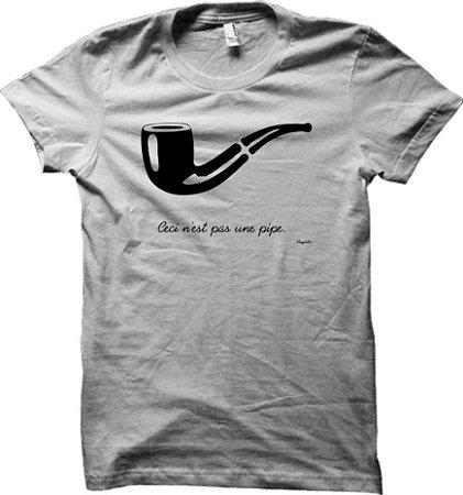 Camiseta Isto não é um Cachimbo - René Magritte