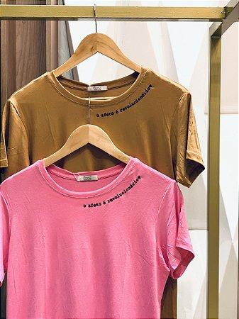 T-shirt- O afeto é revolucionário bordada