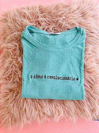 Tee luxo O Afeto é Revolucionário - Viver