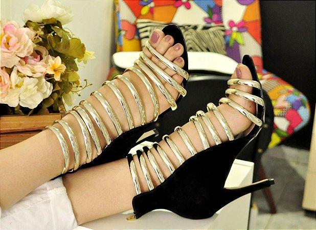 Sandália Preta Com Dourado Salto Fino De Luxo