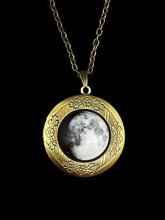 Colar Lua Cheia Brilha no Escuro com Porta-Foto