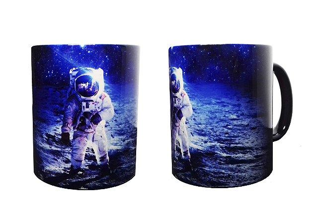 Caneca Mágica Astronauta na Lua