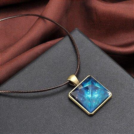 Colar Pirâmide Nebulosa (Brilha no Escuro)