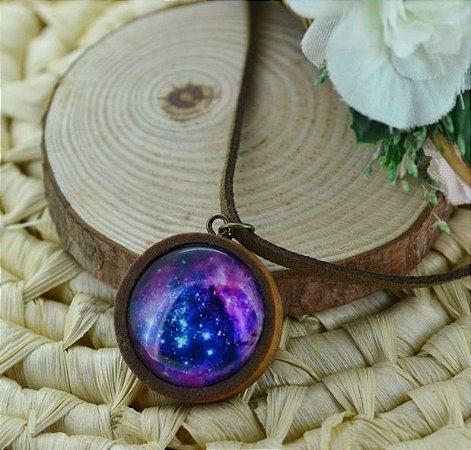 Colar de Madeira e Couro Nebulosa Roseta