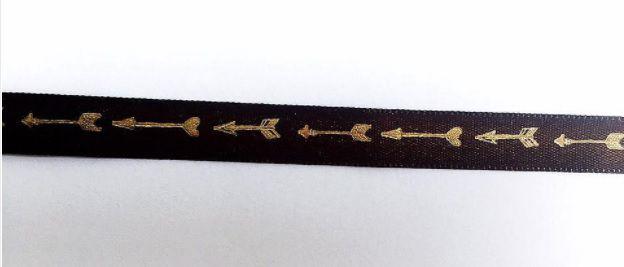 Fita cetim marrom com dourado Flechas - Dany Peres