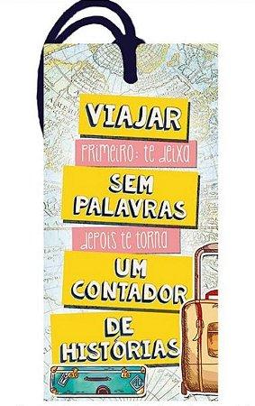 Tag decorativa em MDF com tira de camurça - Viajar primeiro - DHT2-158 - Litoarte