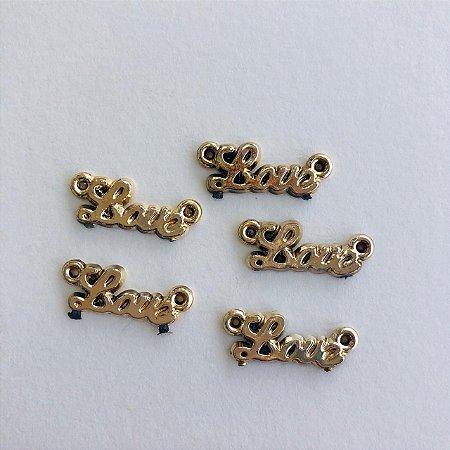 Kit c/ 05 mini pingentes em metal dourado- palavra LOVE