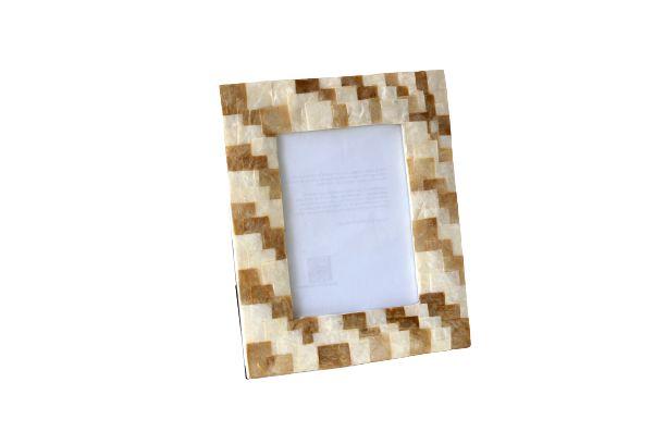Porta Retrato em Madrepérola Natural e Dourado 15x20