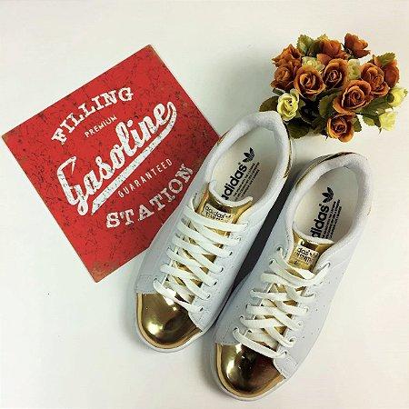 Tênis Casual Branco & Dourada - Adidas Inspired
