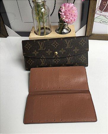 62777c907 ... Carteira Louis Vuitton Monogram c/ botão - Imagem 6 ...