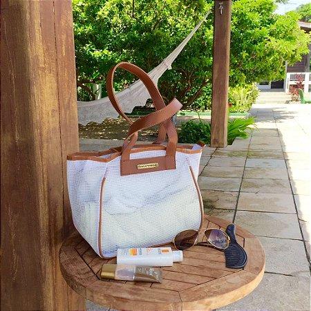 Bolsa de praia branca de tela vazada