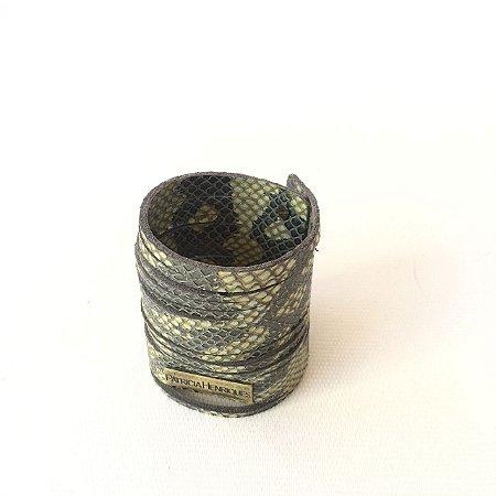 Bracelete em couro cobra