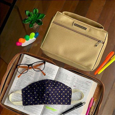 kit Bolsa para bíblia em couro dourada e máscaras de tecido dupla face