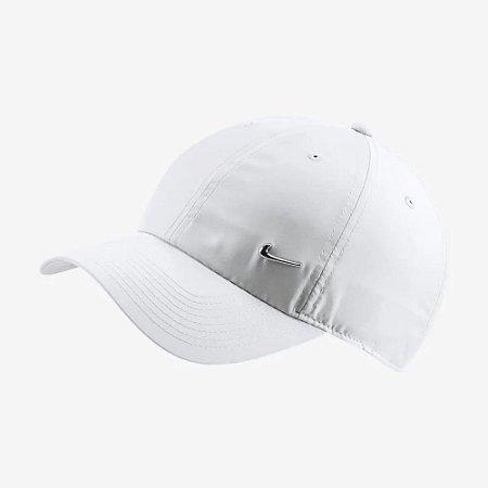 Boné Nike Aba Curva Sportswear H86 Metal Swoosh Branco