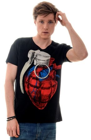 CAMISETA MASCULINA LOVE BOMB RED FEATHER