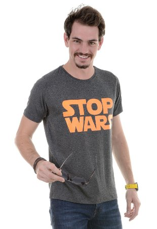 CAMISETA MASCULINA STOP WARS RED FEATHER